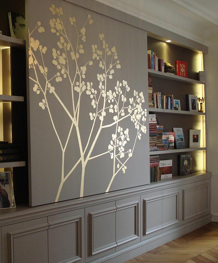 Signatures Singulières Magazine. Solène Eloy, Fresquite, Atelier du Mur - Panneau coulissant pour bibliothèque