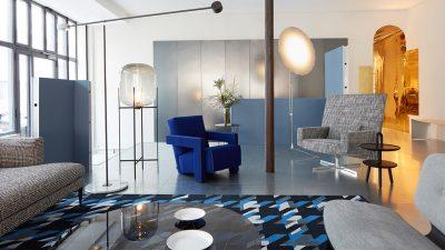 Signatures Singulières Magazine. Showroom Moda - Mobilier design - Fauteuil Utrecht bleu - Cassina