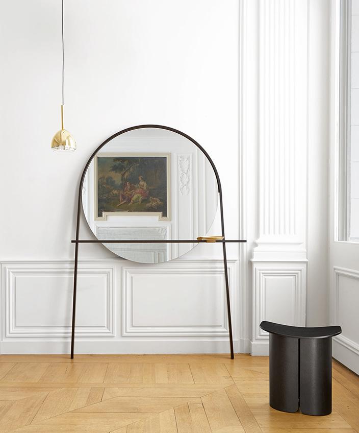 Signatures Singulières Magazine. Collection de mobilier de Ligne Roset. Miroir Geoffrey.