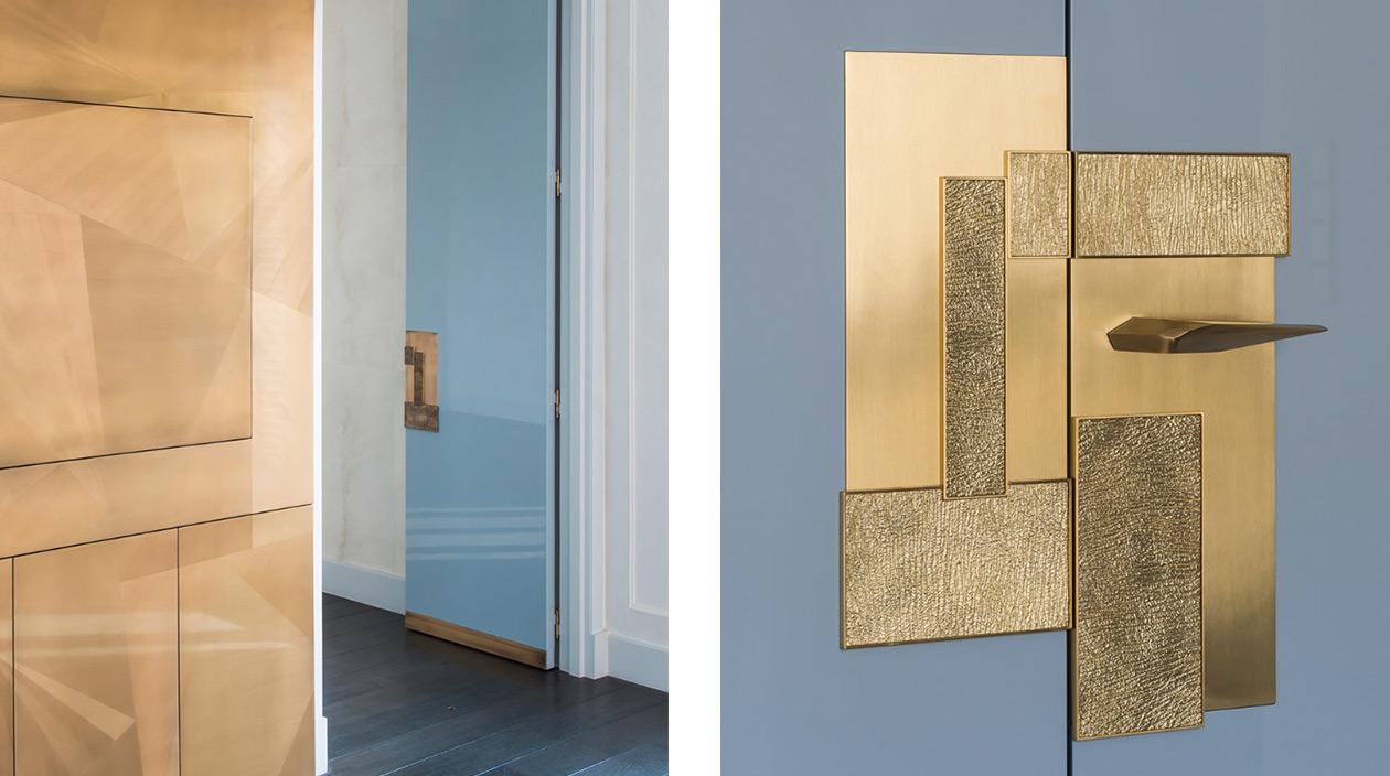 Signatures Singulières - Fabrice Juan - Architecte d'intérieur - Décorateur - Poignée de porte en bronze - Porte laqué bleue - Meuble télé de Gohard - Peinture métallisation - Parisien style - Appartement contemporain
