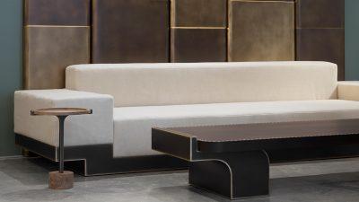 Signatures Singulière - Pouenat - Ferronnier d'art - Designer Stephane Parmentier - Canapé blanc - Table basse en bronze - Architecte d'intérieur