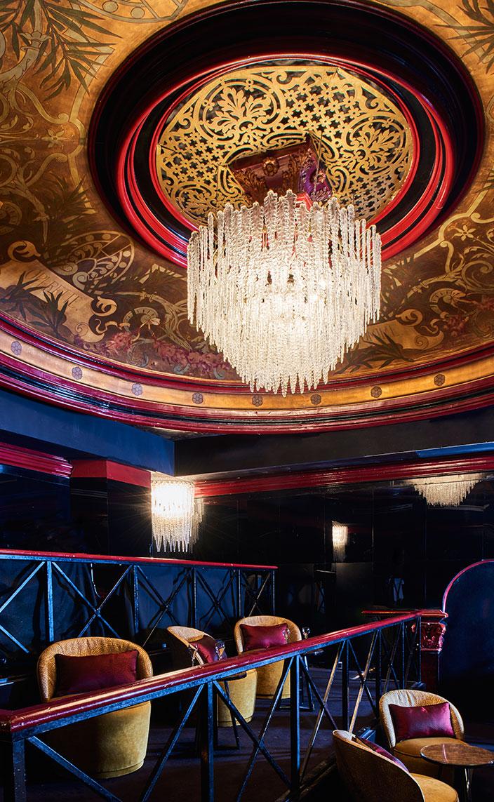 Signatures Singulières - Oscar Ono - Architecte d'intérieur - Paradis Latin - Salle de spectacles à Paris - Cabaret - Kamel Ouali - Ambiance baroque - Couleur doré - Murs bleus