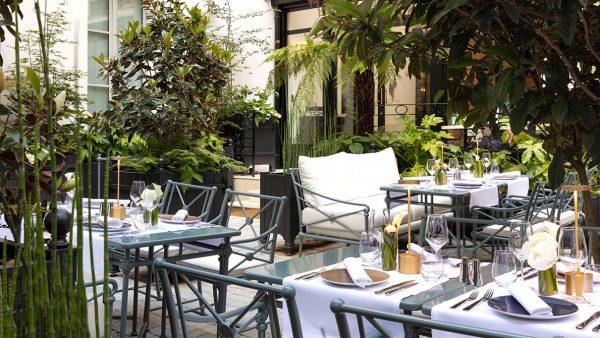 Signatures Singulières Magazine - Hotel restaurant Les Jardins du Faubourg - Tectona - Terrasse à Paris