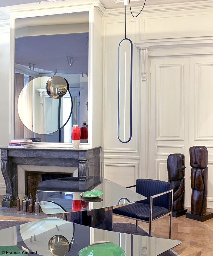 Bismut&Bismut - Architecte d'intérieur - interior designer - Bureau contemporain - Bureau en miroir - Fauteuil de bureau noir - art africain - Signatures Singulières