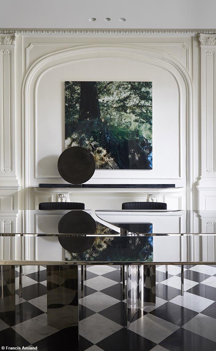 Bismut&Bismut - Architecte d'intérieur - interior designer -Salle à manger contemporaine - Table en miroir - Sol en damier noir et blanc -Signatures Singulières