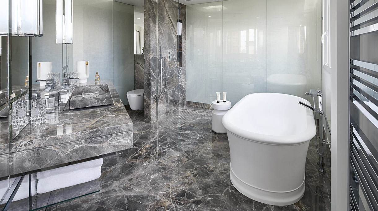 Marbrerie de la Seine - Salle de bain en marbre - Sol en marbre - Stéphanie Coutas - Architecte d'intérieur - Signatures Singulières Magazine