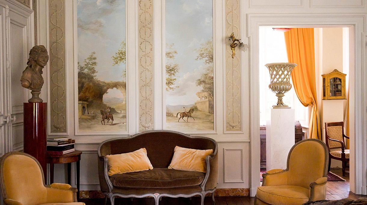 Hugues Losfeld - peintre en décor - restauration et création de décors muraux peints - fauteuil jaune - Signatures Singulières - Magazine digital des talents Français