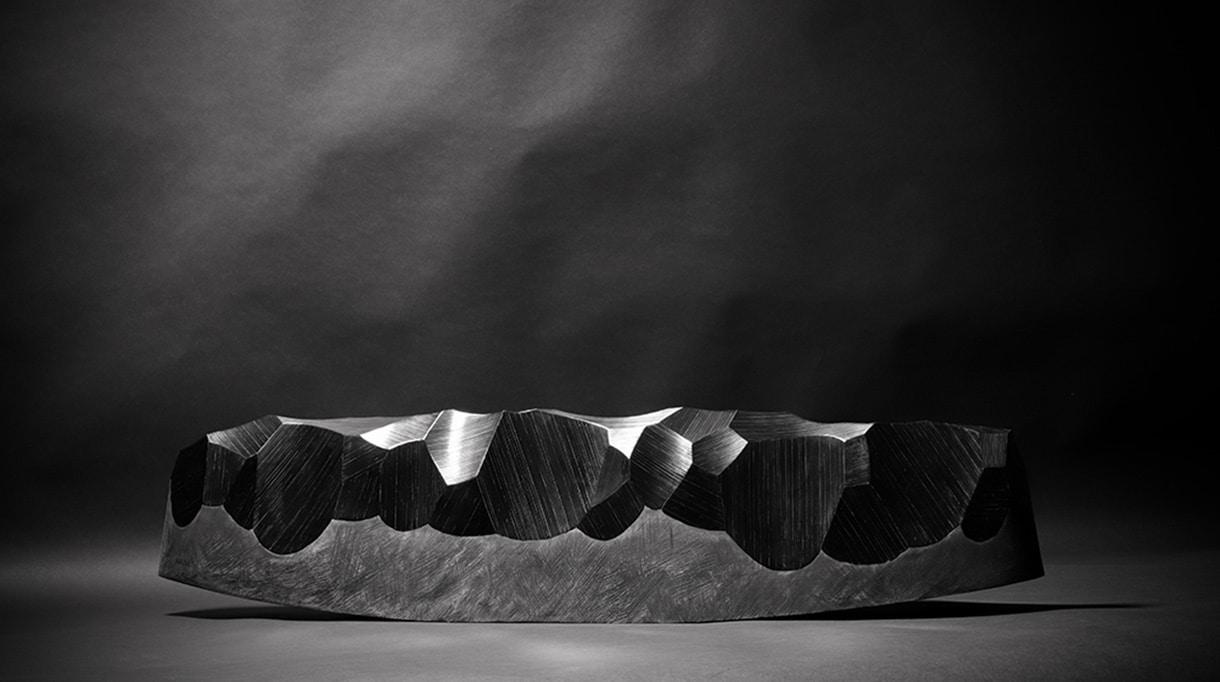 atelier paelis - manon bouvier - marqueterie de paille - sculpture en marqueterie de paille noir - sculpteur Thierry Martenon - meilleur ouvrier de france - paille de seigle - marqueteuse de paille - Signatures Singulières Magazine - magazine digital des talents français