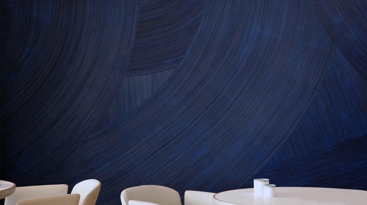 Martin Berger - Artiste plasticien et designer - peinture monochrome à l'huile bleue - bleu aquatique - Martin berger, chorégraphe de la matière - signatures Singulières Magazine - magazine digital des talents français