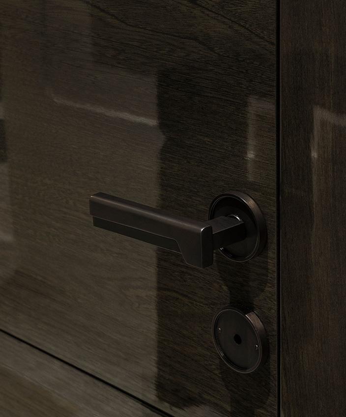 bricard art - serrurerie d'art - poignée de porte en bronze dessinée par Valérie Rostaing en collaboration avec Bricard Art - bequille de porte en bronze - poignée de porte contemporaine - Signatures Singulières Magazine - le magazine digital des talents français