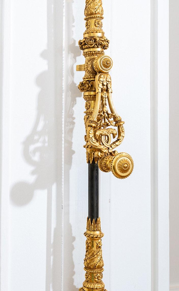 bricard art - showroom bricard art - serrurerie d'art - cremone de porte en bronze doré - Espagnolette ouvragée de style Louis XVI - Signatures Singulières Magazine - le magazine digital des talents français