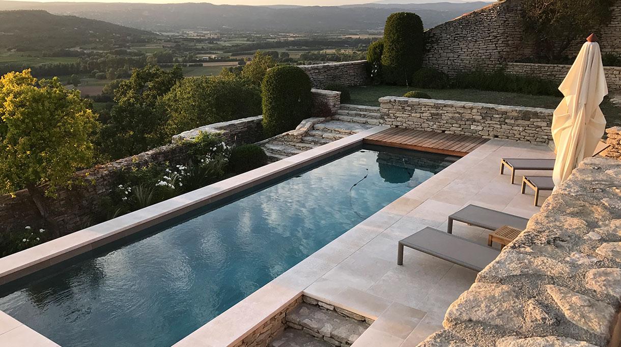 Architecte paysagiste - Christian Préaud - Atelier Jardins - Jardin paysagé sur la vallée du Luberon - Piscine dans le Luberon - Signatures Singulières