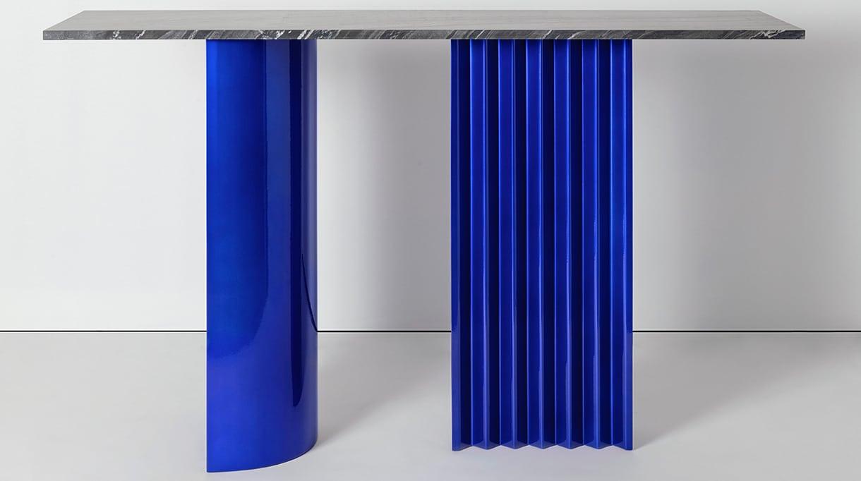 victoria wilmotte -silvera - console bleue en acier thermolaque - Signatures Singulières Magazine