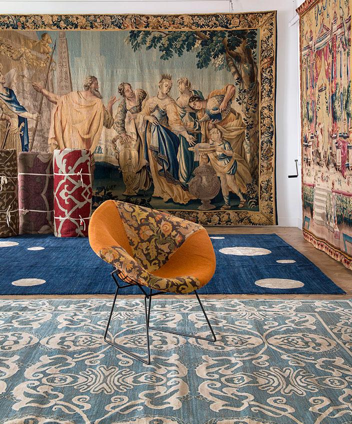 tapis parsua - galerie chevalier - tapis contemporain - tapisserie ancienne - signatures singulieres - magazine digital des talents francais Noué à la main, velours laine et soie. Teintures naturelles. Portrait : © Yasmine Bennis.