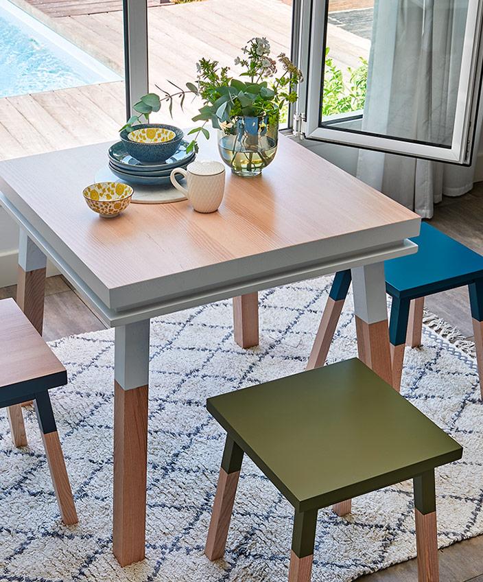 mon petit meuble francais - mobilier made in france - table de cuisine carree - savoir faire francais - petit tabouret -meuble peint - signatures singulieres - le magazine des talents français