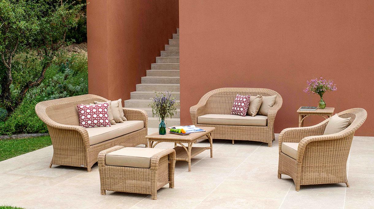 tectona - mobilier outdoor - fauteuil en resine outdoor - terrasse en pierre - savoir faire francais - signatures singulieres magazine