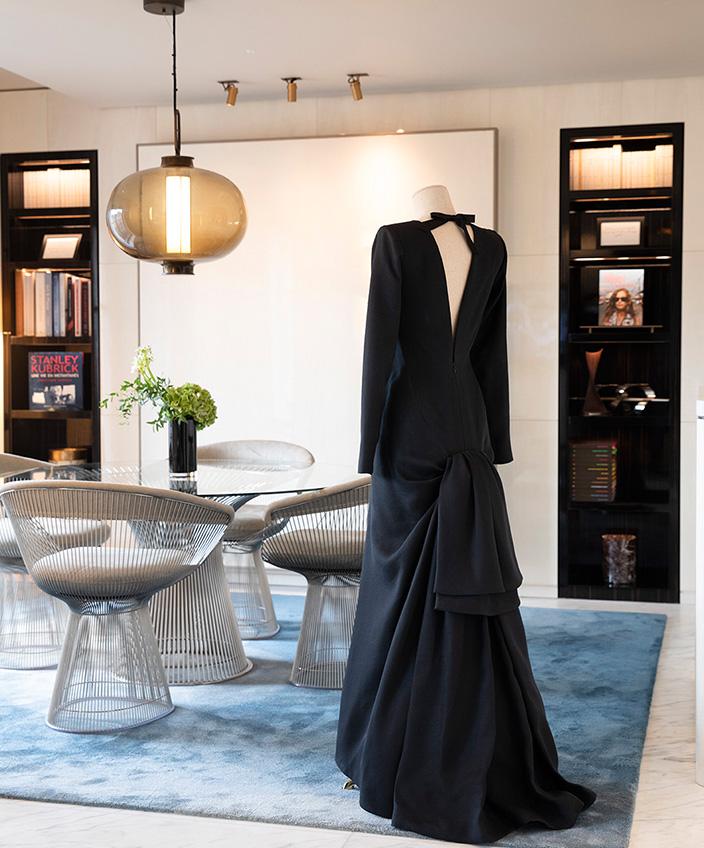 isabelle huppert - suite hotel lutetia - mobilier knoll - palace parisien - signatures singulieres magazine