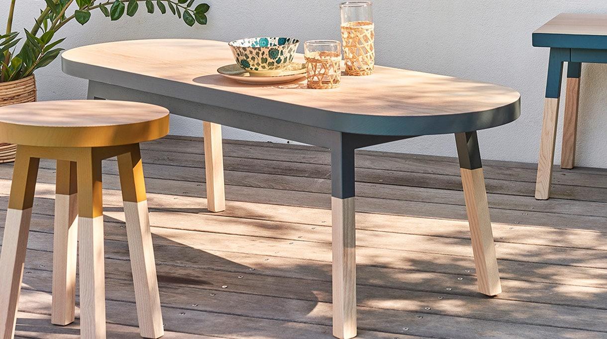 mon petit meuble francais - mobilier made in france - table basse ovale - meuble peint - savoir faire francais - petit tabouret en bois - signatures singulieres - le magazine des talents français