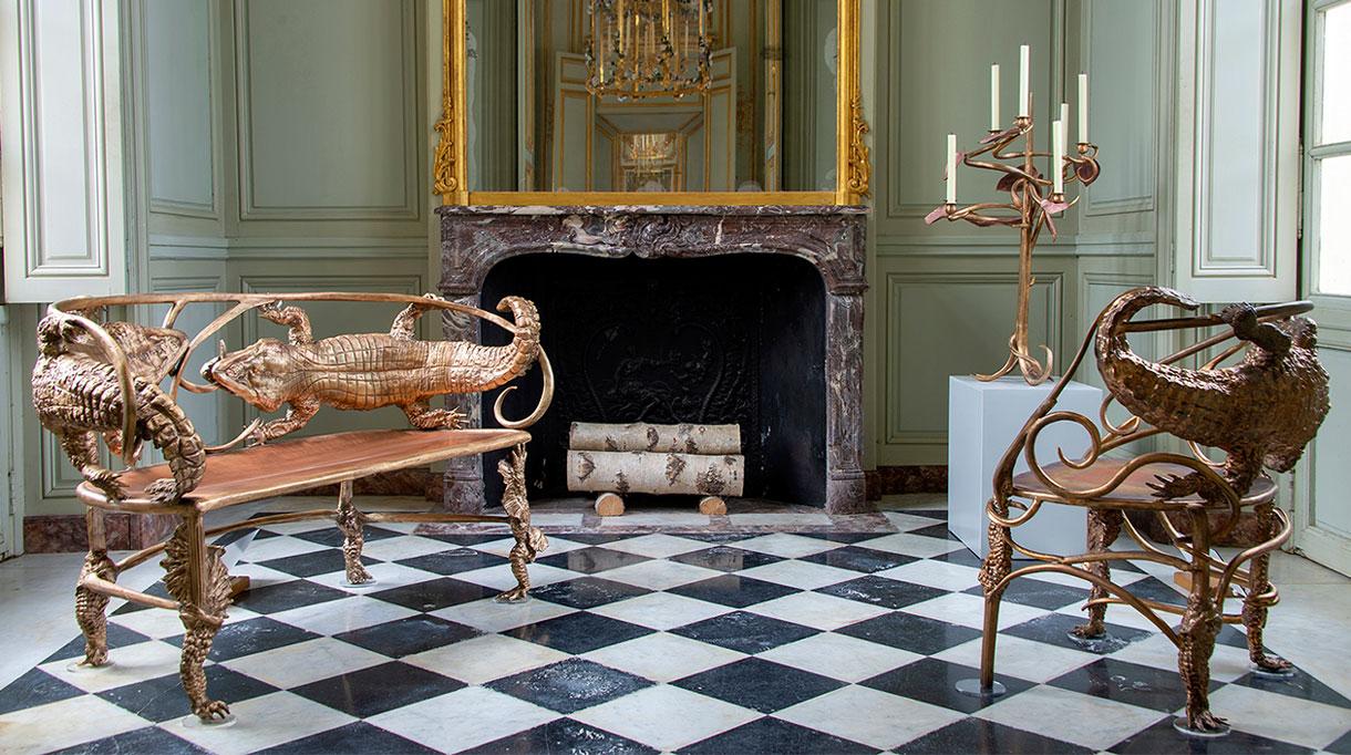 Banquette et fauteuil Crocodile de claude lalanne - pavillon francais de versailles - signatures singulieres magazine